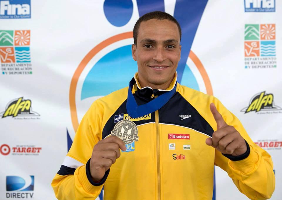 César Castro com sua primeira medalha de ouro em GPs