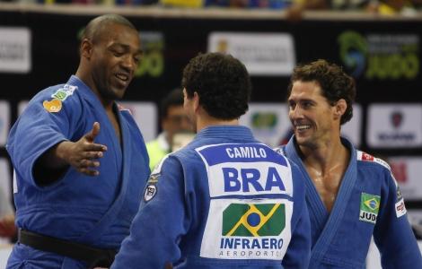 Walter Santos (à esquerda) desfalca Brasil no Mundial