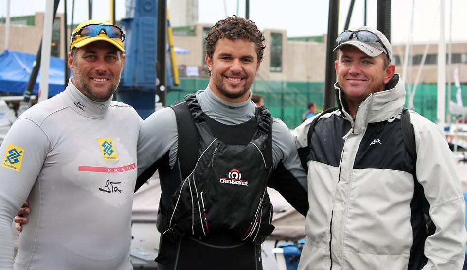 Jorge Zarif, entre Bruno Prata (esq) e o técnico Rafael Trujillo (dir)